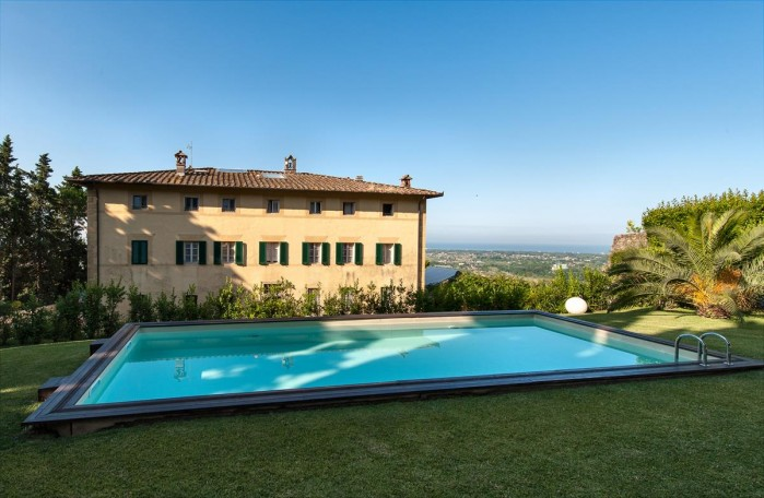Mitoraj myth and music in pietrasanta tuscany holiday - Hotels in lucca italy with swimming pool ...